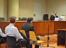 """L'acusat d'apunyalar 5 persones no contesta en el judici perquè no estava """"tranquil"""" (Europa Press)"""