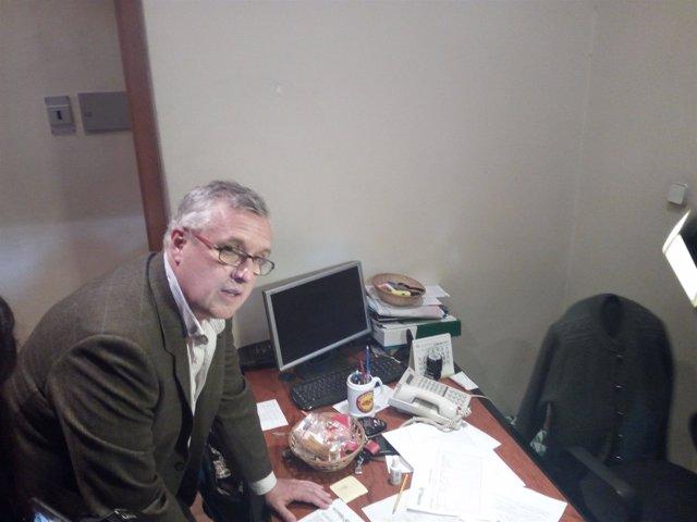 Luis Asúa se inscribe como compromisario