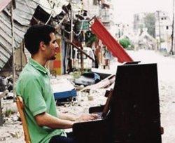 Aeham Ahmad, el pianista del camp de refugiats de Yarmouk, toca a Barcelona (ACP)