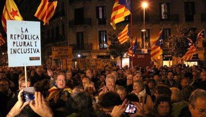 Centenars de persones es concentren en diferents punts de Catalunya per donar suport a Homs
