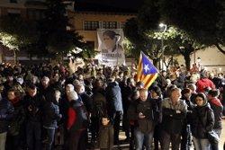 Unes 300 persones participen en la concentració en suport a l'exconseller Francesc Homs a Taradell (ACN)
