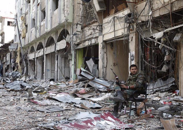 Soldado 'assadista' en Homs