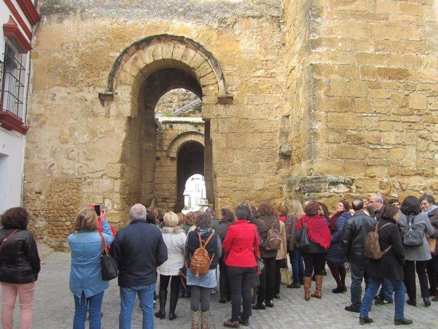 Turistas en Carmona (Sevilla)