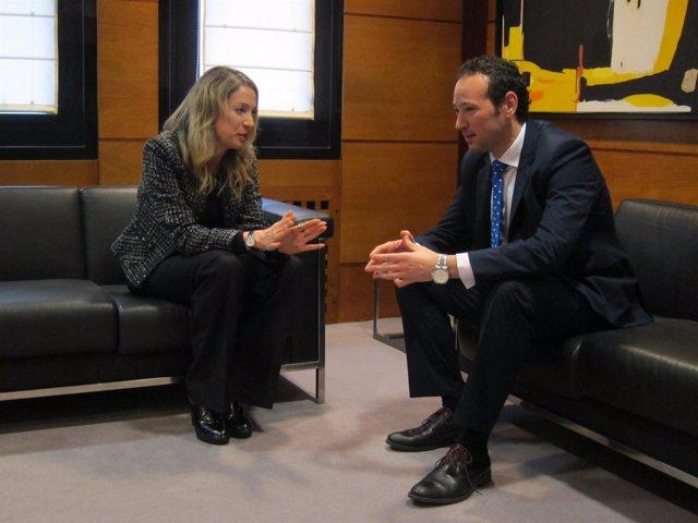 Consejero de presidencia, Guillermo Martínez, con Edelmira Barreira (comisionada