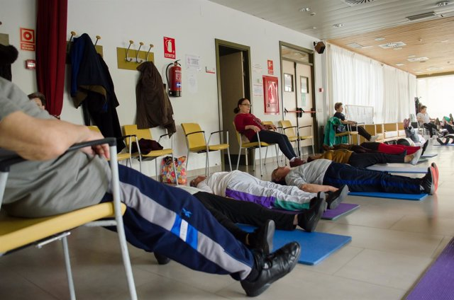 Jubilados haciendo gimnasia, jubilado, Centro de mayores, actividades