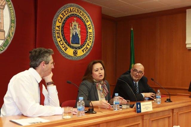 Miriam Álvarez, durante la charla