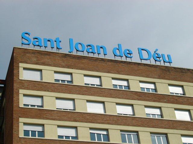Fachada Del Hospital Sant Joan De Déu, En Esplugues De Llobregat (Barcelona)