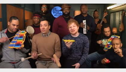 VÌDEO: Ed Sheeran canta Shape of you acompañado por los instrumentos musicales de juguete de Jimmy Fallon y The Roots