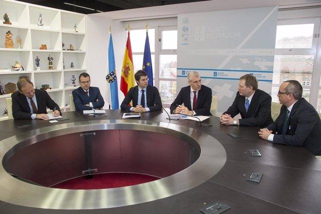 Francisco Conde se reúne con representantes de Cosmos
