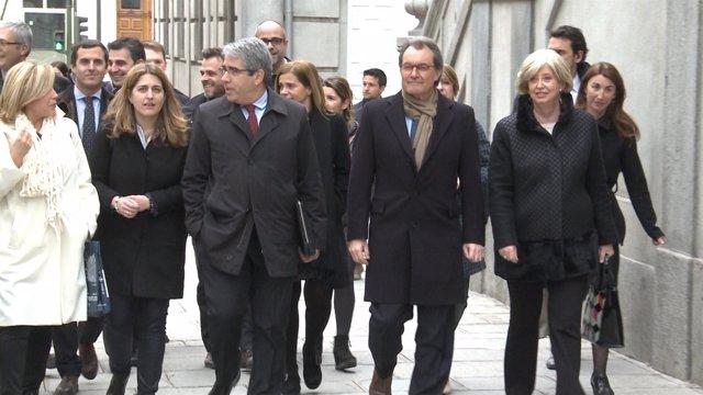 Reciben con gritos a Artur Mas a su llegada al Supremo