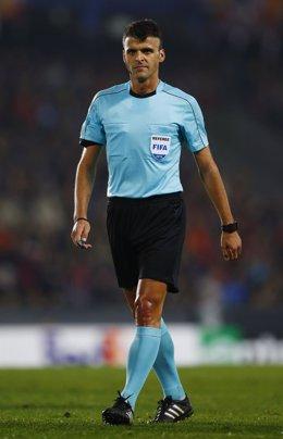 El árbitro español Jesús Gil Manzano