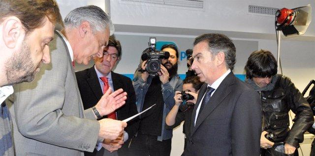Luis María Beamonte ha entregado este martes 3.000 avales.