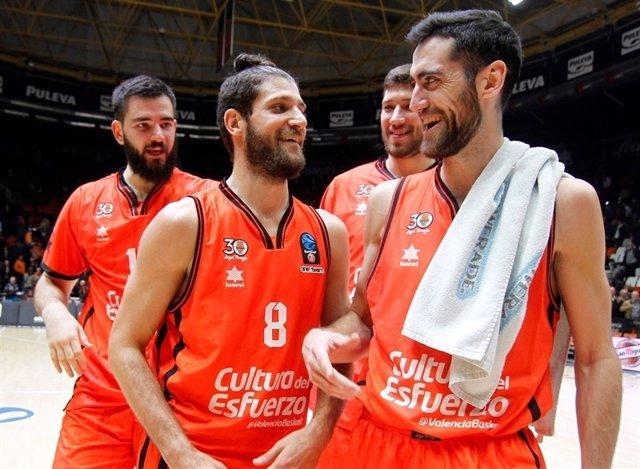 El Valencia Basket disfruta del primer triunfo en cuartos de la Eurocup