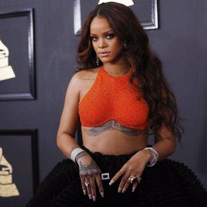 """Rihanna: """"No tienes que ser rico para ayudar a alguien"""""""