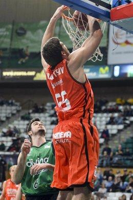 Viacheslav Kravtsov en el Divina Seguros Joventout - Valencia Basket Club