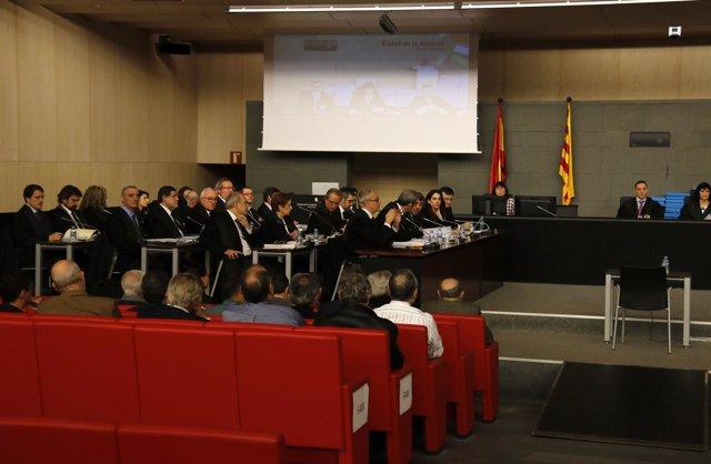 Los acusados del caso Palau de espaldas durante el juicio