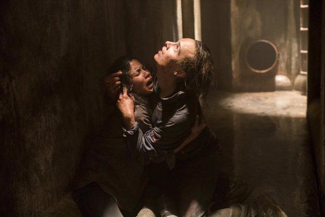 Frank Dillane as Nick Clark, Danay Garcia as Luciana- Fear the Walking Dead _ S