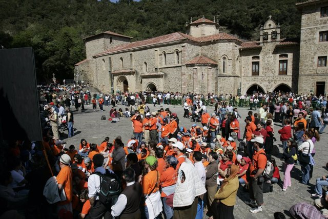 Cantabria _23-04-06_ Celbarción De La Apertura De La Puerta Del Perdon, Que Da I
