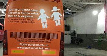 El autobús de Hazte Oír, amparado por la libertad de expresión, según...