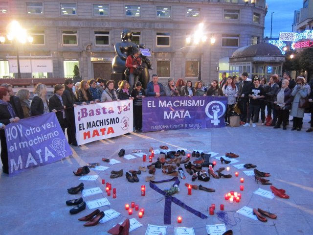Concentración de Plataforma Feminista d'Asturies contra las violencias machistas