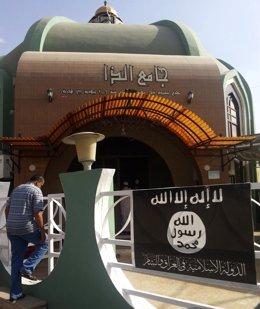 Bandera del Estado Islámico en Mosul