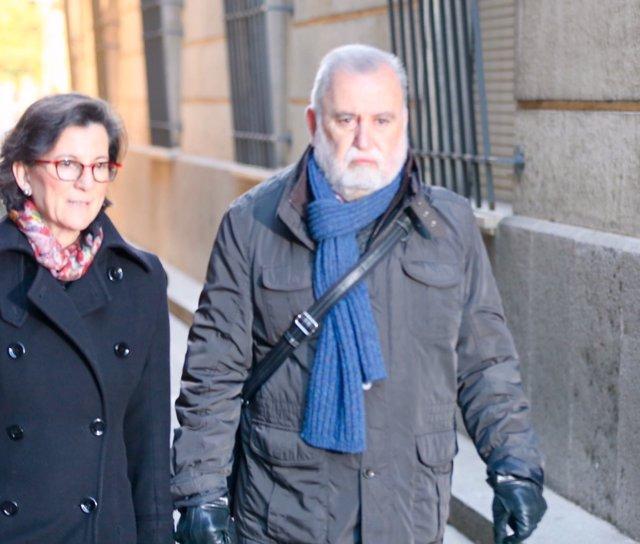 Antonio Rodrigo Torrijos, exportavoz de IU, llega al juicio por Mercasevilla