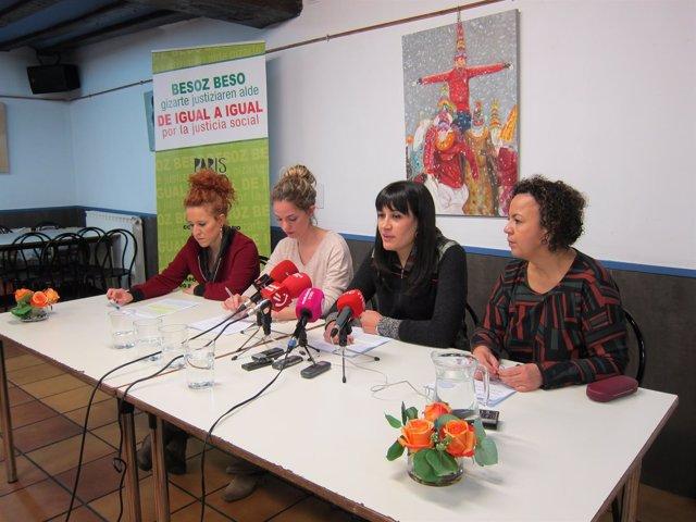 Representantes de la Fundación Gizakia Herritar en la rueda de prensa