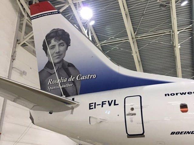 Rosalía de Castro en un avión de Norwegian