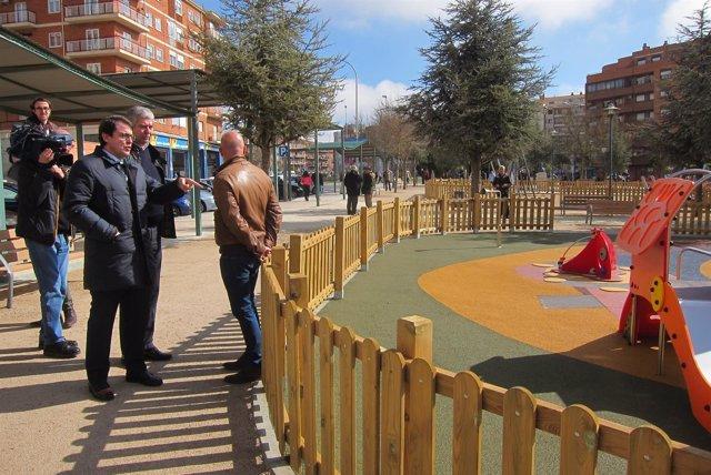 Fernández Mañueco visita las mejoras del parque.