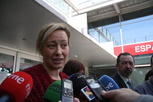 La consejera de Economía, Marta Gastón, atiende este jueves a los medios de comu