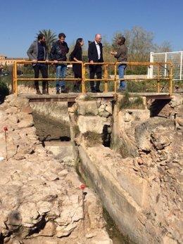 Navarro visita los restos del Antiguo Molino de la Pólvora