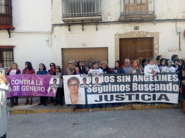 Concentración por Ángeles Zurera en Aguilar de la Frontera