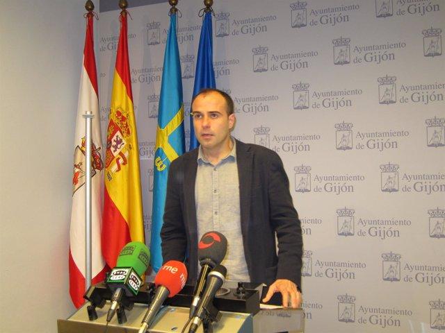 César González.