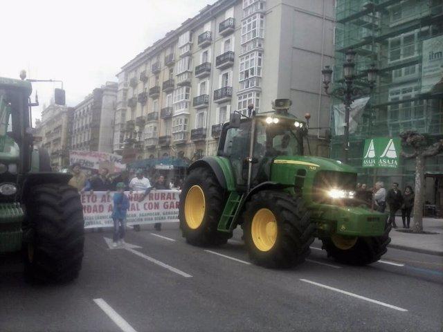 Manifestación de los ganaderos por las calles de Santander