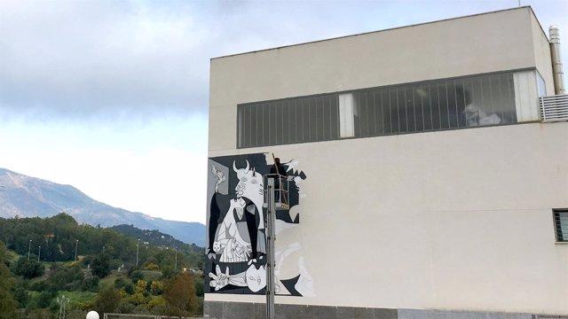 Nuevo mural artístico en Estepona sobre el Guernica de Picasso