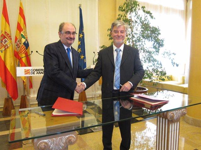 Javier Lambán y Pedro Santisteve tras firmar el acuerdo de la Ley de Capitalidad