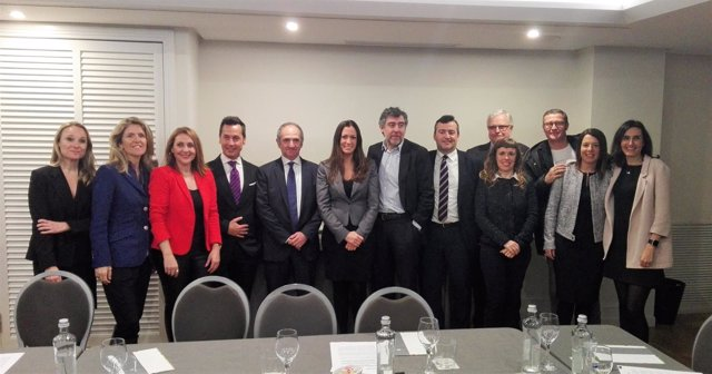 Eugènia Gay y Jordi Pina presentan su candidatura al Icab