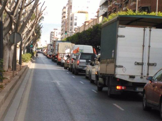 Vehículos en caravana para reivindicar precios agrícolas justos
