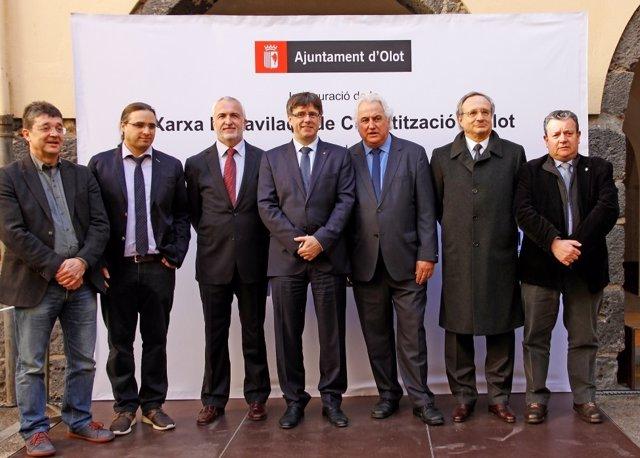 En el centro, F.Comino, D.López, C.Puigdemont, J.M.Corominas y R.Villaseca
