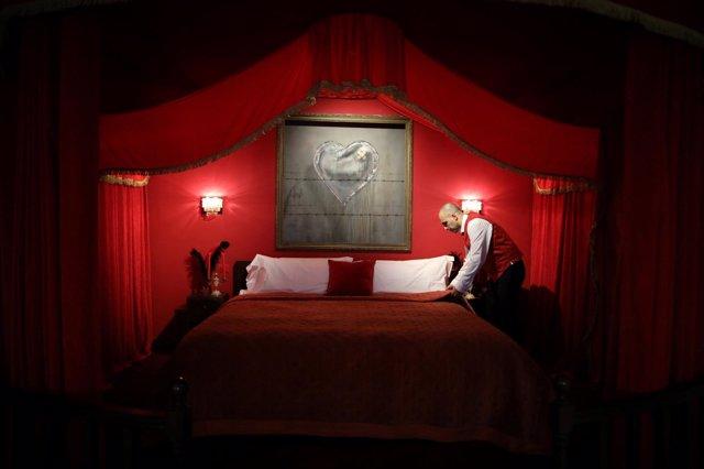 Resultado de imagen para Banksy inaugura un hotel en Palestina