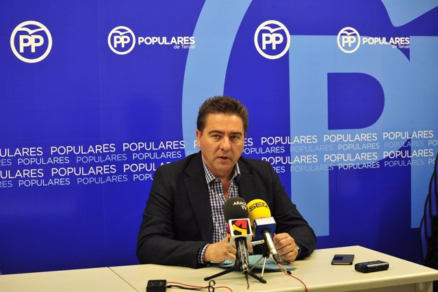 El diputado del PP, Miguel Ángel Lafuente, en rueda de prensa en Teruel