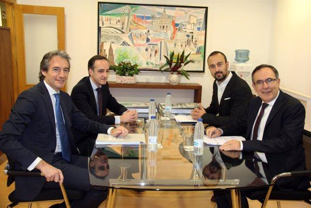 De la Serna se reúne con el alcalde de Torrelavega