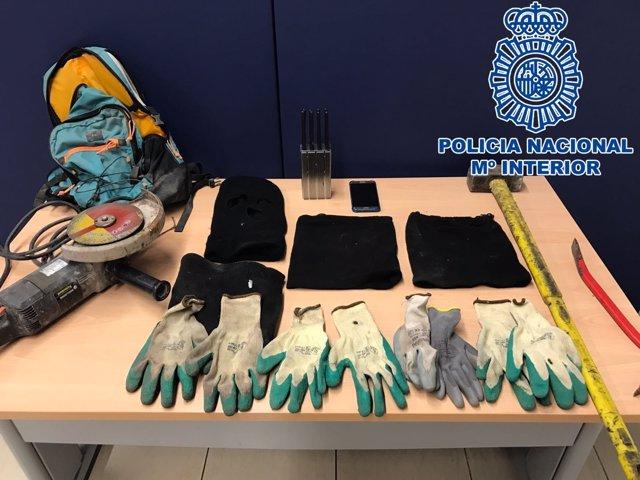 """Nota De Prensa: """"La Policía Nacional Detiene A Cuatro Individuos Tras Sorprender"""