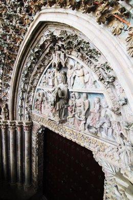 Portada de la iglesia de Santa María de Olite