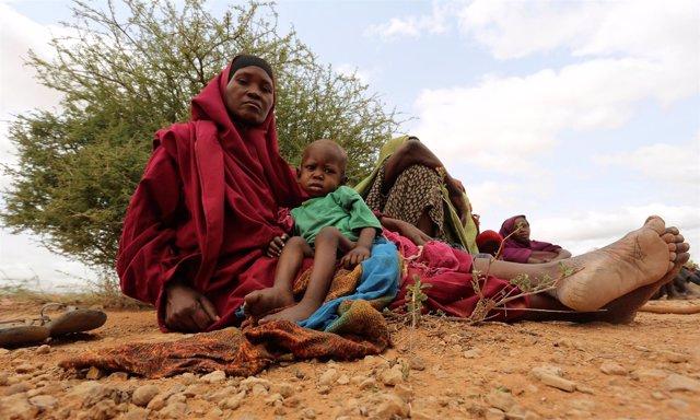 Mujer y niño somalíes