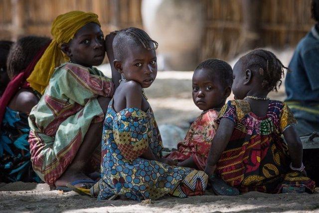 Niños en la región del lago en Chad