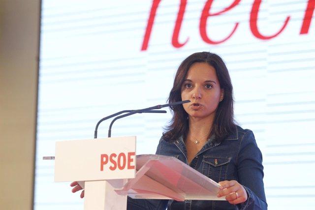 Sara Hernández en un acto con alcaldes y concejales
