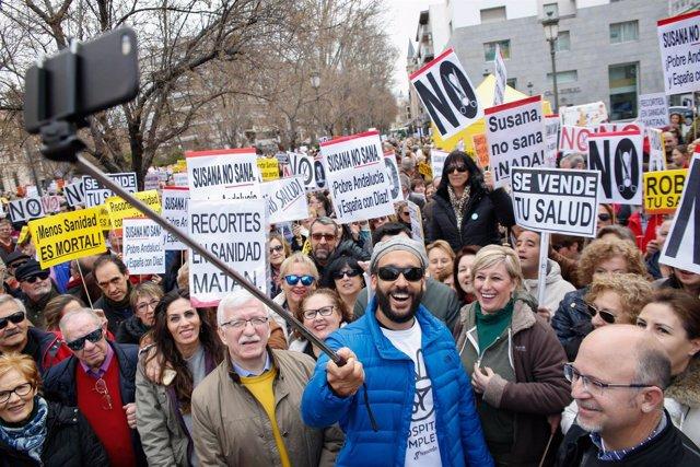 Concentración para celebrar la derogación de la fusión hospitalaria de Granada