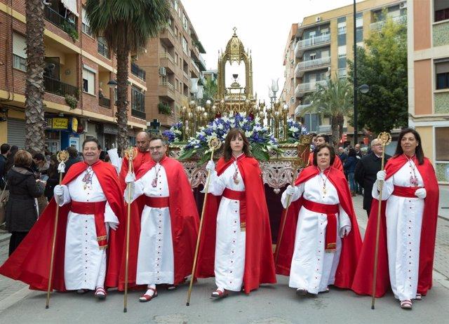 37 Diócesis Valencianas Participaron En El Desfile