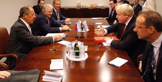 Boris Johnson y Sergei Lavrov